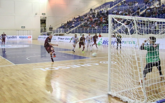 Paraíso Futsal faz grande partida, mas sofre empate no último segundo pela LNF