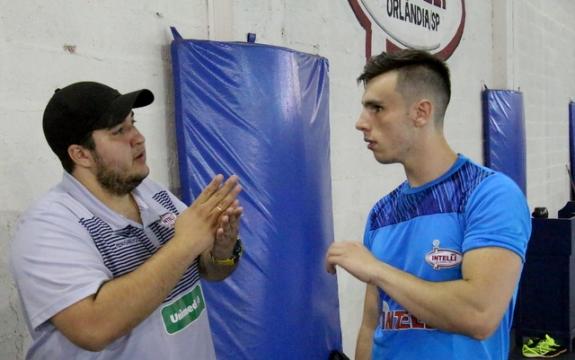 ADC Intelli recebe jogador da seleção inglesa de futsal para período de intercâmbio