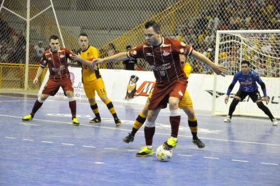 Intelli tem noite infeliz em Sorocaba e sai atrás nas quartas de final da Liga Nacional de Futsal