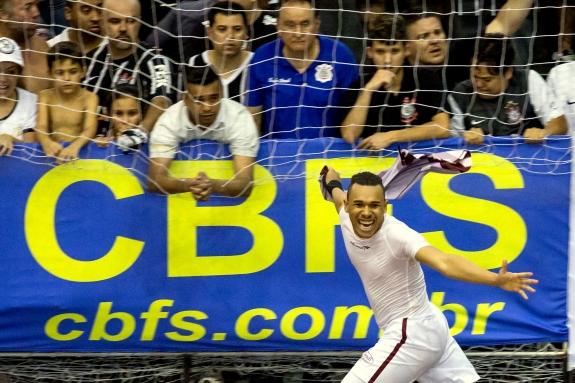 Algoz do Corinthians em 2014, Dieguinho faz sua despedida da Intelli justamente contra alvinegros